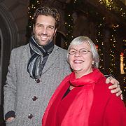 NLD/Amsterdam/20131219 - Premiere Kerstcircus 2013 Carre, Bas Muijs en zijn moeder