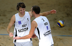 09-01-2011 VOLLEYBAL: CEV SATELLITE INDOOR BEACHVOLLEYBALL: AALSMEER<br /> The first CEV Indoor beachvolleyball tounament semi final NED-TUR / Jon Stiekema and Richard Schuil<br /> ©2011-WWW.FOTOHOOGENDOORN.NL