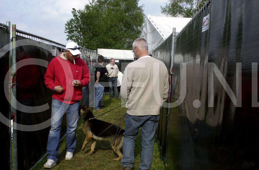 060604,dedemsvaart,nederland,<br /> summerdance, ook de druks hond was er dit jaar weer<br /> fotografiefrankuijlenbroek&copy;2006sanderuijlenbroek