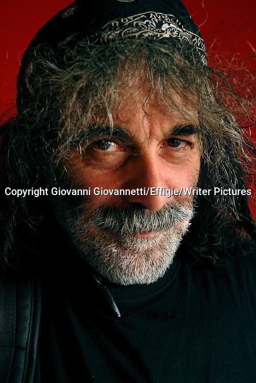 Mauro Corona<br /> XXI Fiera Internazionale del Libro <br /> Torino maggio 2008<br /> <br /> <br /> 11/05/2008<br /> Copyright Giovanni Giovannetti/Effigie/Writer Pictures<br /> NO ITALY, NO AGENCY SALES