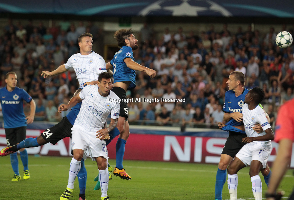 14.09.2016. Stadium Jan Breydel, Bruge, Belgium. UEFA Cahmpions league football. FC Bruges versus Leicester City.  Huth wins the attacking header from Poulain (bruge)