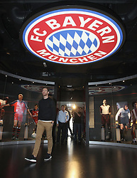 14.10.2014, Allianz Arena, M&uuml;nchen, GER, 1. FBL, FC Bayern Muenchen, Xabi Alonso, im Bild Xabi Alonso (FC Bayern M&uuml;nchen) // FC Bayern Munich player Xabi Alonso visits the FC Bayern Erlebniswelt Museum at the Allianz Arena in M&uuml;nchen, Germany on 2014/10/14. EXPA Pictures &copy; 2014, PhotoCredit: EXPA/ Eibner-Pressefoto/ FCB/Getty Pool<br /> <br /> *****ATTENTION - OUT of GER*****