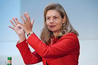 """01 DEC 2010, BERLIN/GERMANY:<br /> Susanne Kloess, Managing Director Capital Markets Europe, Africa, Latin America, Accenture, haelt einen Vortrag, Veranstaltung """"CAPITAL Gipfel Generation CEO 2010"""" zum Thema """"DIe Frauen, die Wirtschaft und die Quote"""", Hotel de Rome<br /> IMAGE: 20101201-02-004<br /> KEYWORDS: rede, speech, Susanne Klöß"""