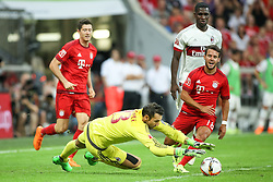 04.08.2015, Allianz Arena, Muenchen, GER, AUDI CUP, FC Bayern Muenchen vs AC Mailand, im Bild Torwart Diego Lopez (AC Mailand #23) klaert vor Juan Bernat (FC Bayern Muenchen #18) mit Robert Lewandowski (FC Bayern Muenchen #9) // during the 2015 AUDI Cup Match between FC Bayern Muenchen and AC Mailand at the Allianz Arena in Muenchen, Germany on 2015/08/04. EXPA Pictures © 2015, PhotoCredit: EXPA/ Eibner-Pressefoto/ Schüler<br /> <br /> *****ATTENTION - OUT of GER*****