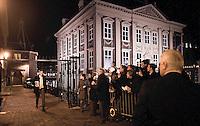 Nederland.  Den Haag 13 maart 2009.<br /> Slob en Hamer bij het persvak na afloop, rond half een 's nachts.<br /> Crisisoverleg, coalitieberaad inzake de economische recessie, financiele crisis, bezuinigingen, vierde kabinet Balkenende, Balkenende IV.<br /> Foto Martijn Beekman<br /> NIET VOOR PUBLIKATIE IN LANDELIJKE DAGBLADEN.