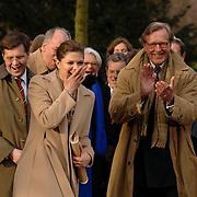 NLD/Lisse/20070321 - Kroonprinses Victoria van Zweden opent de keukenhof 2007 in aanwezigheid van minster president Jan Peter Balkenende, bij de opening stoot ze de paal om tot hilariteit van iedereen