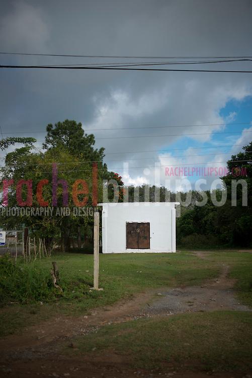 Cuba, Viñales, landscape, farm houses, puerta