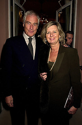 MR & MRS ROBERT KILROY-SILK, he is the tv presenter, at a reception in London on 13th November 2000.OJA 58