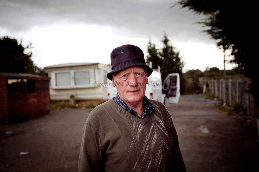 UNITED KINGDOM, Basildon: Steve, an  Irish Traveller next to his chalet on the traveller settlement at Dale Farm near Basildon, Essex, south east England, on September 17, 2011. © Christian Minelli.