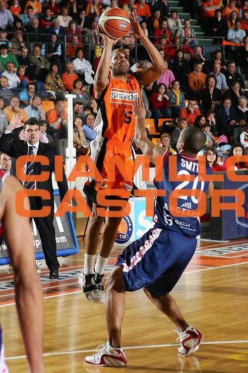 DESCRIZIONE : Udine Lega A1 2005-06 Snaidero Udine Angelico Biella <br /> GIOCATORE : Allen <br /> SQUADRA : Snaidero Udine <br /> EVENTO : Campionato Lega A1 2005-2006 <br /> GARA : Snaidero Udine Angelico Biella <br /> DATA : 15/04/2006 <br /> CATEGORIA : Tiro <br /> SPORT : Pallacanestro <br /> AUTORE : Agenzia Ciamillo-Castoria/S.Silvestri <br /> Galleria : Lega Basket A1 2005-2006 <br /> Fotonotizia : Udine Campionato Italiano Lega A1 2005-2006 Snaidero Udine Angelico Biella <br /> Predefinita :