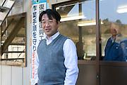 Vid kontoret för sanering av radioaktiv jord i byn Shidamyo. Fukushima Prefektur, Japan