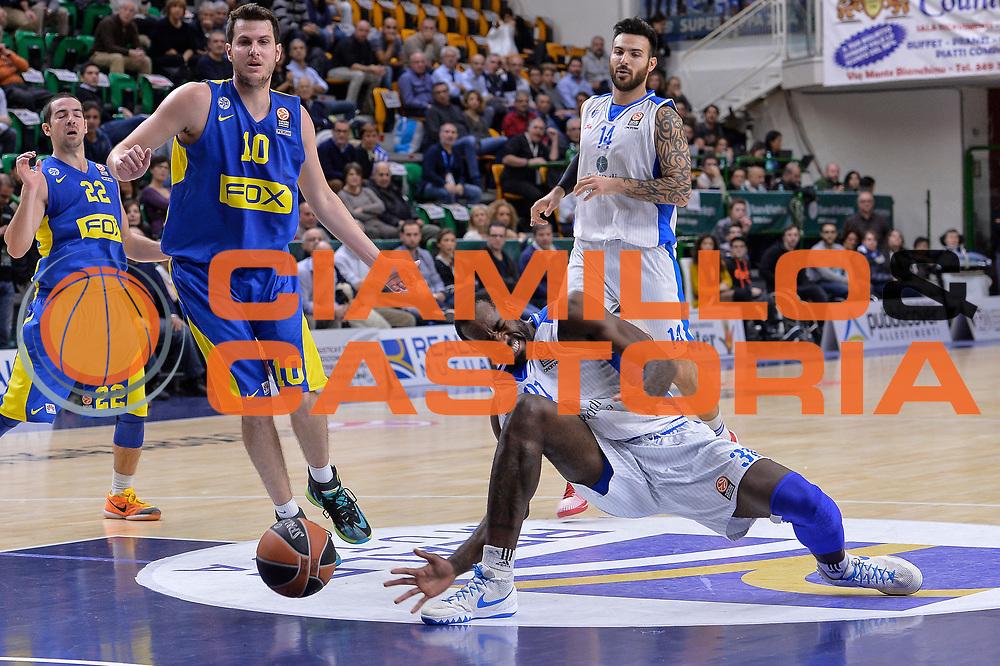 DESCRIZIONE : Eurolega Euroleague 2015/16 Group D Dinamo Banco di Sardegna Sassari - Maccabi Fox Tel Aviv<br /> GIOCATORE : Christian Eyenga<br /> CATEGORIA : Infortunio Curiosit&agrave;<br /> SQUADRA : Dinamo Banco di Sardegna Sassari<br /> EVENTO : Eurolega Euroleague 2015/2016<br /> GARA : Dinamo Banco di Sardegna Sassari - Maccabi Fox Tel Aviv<br /> DATA : 03/12/2015<br /> SPORT : Pallacanestro <br /> AUTORE : Agenzia Ciamillo-Castoria/L.Canu