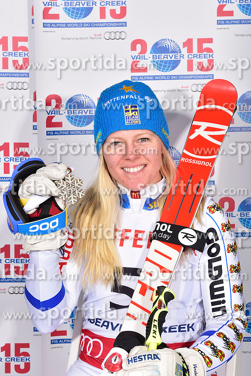 12.02.2015, Solaris Placa, Vail, USA, FIS Weltmeisterschaften Ski Alpin, Vail Beaver Creek 2015, Damen, Riesentorlauf, Medaillen, im Bild Jessica Lindell-Vikarby (SWE, 3. Platz) // 3rd placed Jessica Lindell-Vikarby of Sweden poses with her Medal after the Ladies Giant Slalom of FIS Ski World Championships 2015 at the Solaris Placa in Vail, United States on 2015/02/12. EXPA Pictures © 2015, PhotoCredit: EXPA/ Vail 2015/ Francis Bompard
