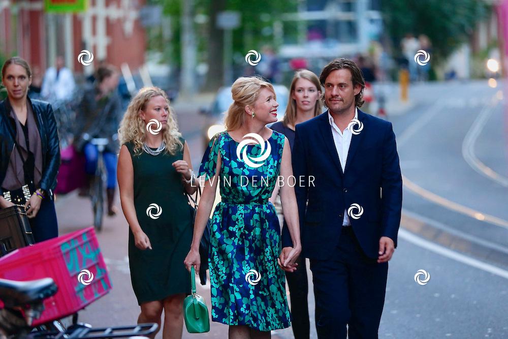 AMSTERDAM - In de DeLaMar Theater is de rode loper uitgelegd voor 'Doris'. Met hier op de foto  Tjitske Reidinga met partner Vincent Croiset. FOTO LEVIN DEN BOER - PERSFOTO.NU
