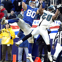 (SPORTS) East Rutherford 12/28/2002      The Giants Jeremy Shockey grabs makes a great 4th quarter catch over the Eagles # 20  Brian Dawkins for the game tying TD     Photo by Michael J. Treola Staff Photogrpaher.     MJT