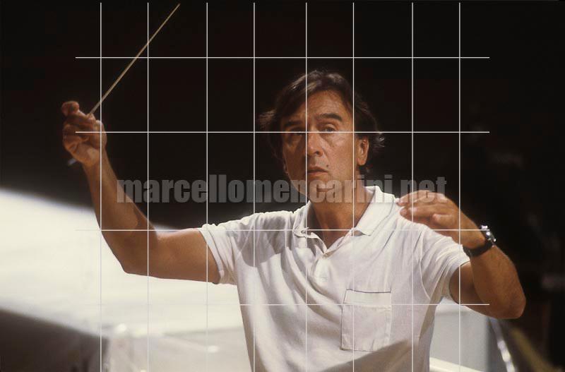 Music conductor Claudio Abbado during a rehearsal. Pesaro 1983 / Il direttore d'orchestra Claudio Abbado durante una prova. Pesaro 1983 - © Marcello Mencarini