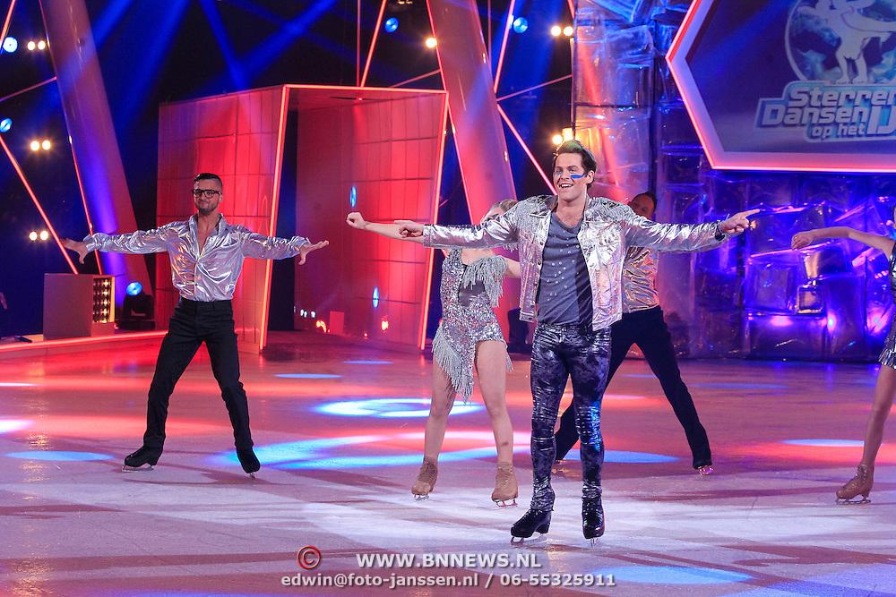 NLD/Hilversum/20130119 - 4e Liveshow Sterren Dansen op het IJs 2013, Paul Turner en schaatspartner Scarlett Rouzet