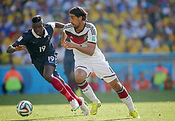 04.07.2014, Maracana, Rio de Janeiro, BRA, FIFA WM, Frankreich vs Deutschland, Viertelfinale, im Bild Sami Khedira, from Germany fights for the ball against Paul POGBA from France // during quarterfinals between France and Germany of the FIFA Worldcup Brazil 2014 at the Maracana in Rio de Janeiro, Brazil on 2014/07/04. EXPA Pictures © 2014, PhotoCredit: EXPA/ Eibner-Pressefoto/ Cezaro<br /> <br /> *****ATTENTION - OUT of GER*****