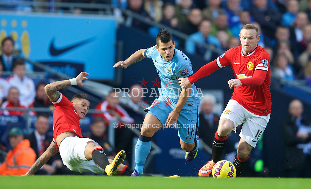 MANCHESTER, ENGLAND - Sunday, November 2, 2014: Manchester City's Sergio Aguero in action against Manchester United's Wayne Rooney during the Premier League match at the City of Manchester Stadium. (Pic by David Rawcliffe/Propaganda)