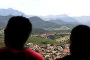 Aimores_MG, Brasil. ..Trem de passageiros da Estrada de Ferro Vitoria-Minas. Na foto, paisagem vista do trem...The passenger train of the Railroad Vitoria-Minas. In this photo, the landscape view from the train...Foto: MARCUS DESIMONI / NITRO