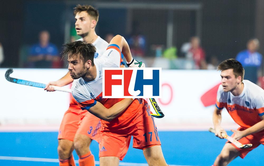 BHUBANESWAR - Martijn Havenga (Ned) neemt de corner  tijdens de Hockey World League Finals , de kwartfinale wedstrijd Duitsland-Nederland (3-3).Duitsland wint na shoot-outs.    COPYRIGHT KOEN SUYK