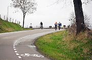 Nederland, Epen, 8-2-2014Het heuvelachtige landschap rond Vaals en Epen. Langs de weg staat een crucifix, kruisbeeld. De limburgse heuvels worden veel gebrukit door wielrenners en andere recreatiev en sportieve fietsers.Foto: Flip Franssen/Hollandse Hoogte