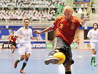 Fussball  International  FIFA  FUTSAL WM 2008   03.10.2008 Vorrunde Gruppe D Libya - Spain Lybien - Spanien JAVI ESEVERRI (ESP) schiesst auf das gegnerische Tor.