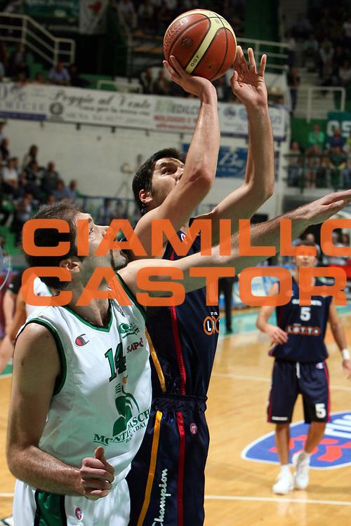 DESCRIZIONE : Siena Lega A1 2005-06 Play Off Quarti Finale Gara 1 Montepaschi Siena Lottomatica Virtus Roma <br /> GIOCATORE : Bodiroga<br /> SQUADRA : Lottomatica Virtus Roma<br /> EVENTO : Campionato Lega A1 2005-2006 Play Off Quarti Finale Gara 1 <br /> GARA : Montepaschi Siena Lottomatica Virtus Roma <br /> DATA : 17/05/2006 <br /> CATEGORIA : tiro<br /> SPORT : Pallacanestro <br /> AUTORE : Agenzia Ciamillo-Castoria/E.Castoria