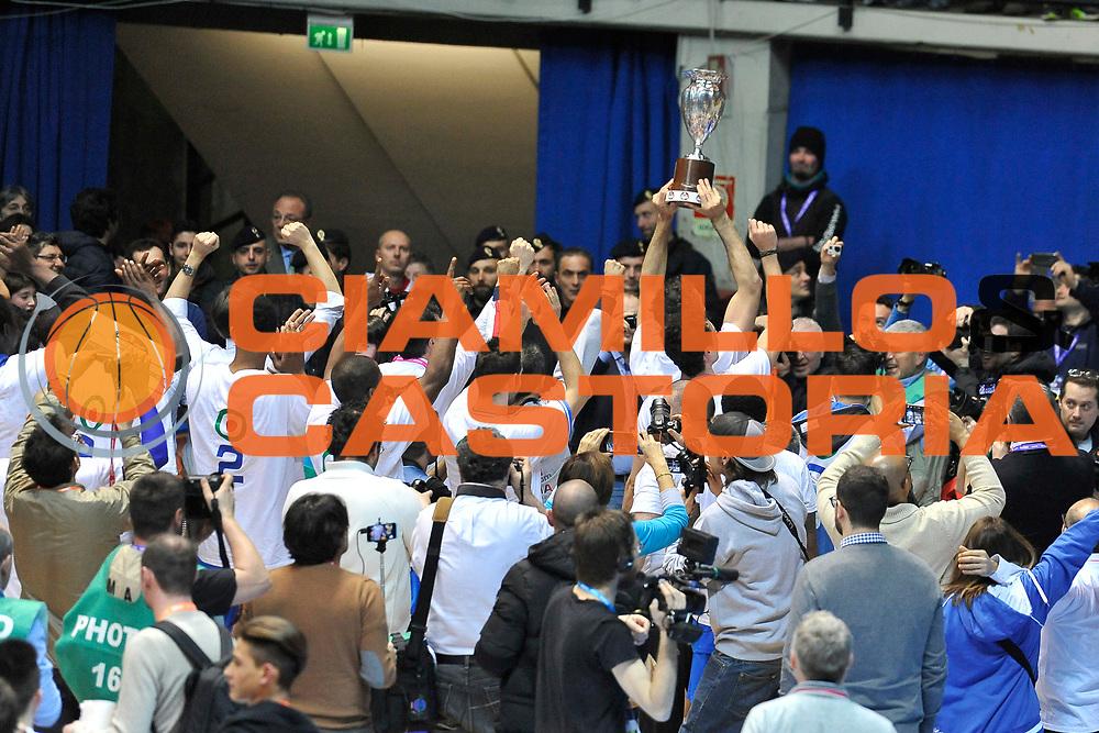 DESCRIZIONE : Final Eight Coppa Italia 2015 Finale Olimpia EA7 Emporio Armani Milano - Dinamo Banco di Sardegna Sassari <br /> GIOCATORE : Banco di Sardegna Sassari<br /> CATEGORIA : Esultanza<br /> SQUADRA : Banco di Sardegna Sassari<br /> EVENTO : Final Eight Coppa Italia 2015 <br /> GARA : Olimpia EA7 Emporio Armani Milano - Dinamo Banco di Sardegna Sassari <br /> DATA : 22/02/2015 <br /> SPORT : Pallacanestro <br /> AUTORE : Agenzia Ciamillo-Castoria/C.Atzori