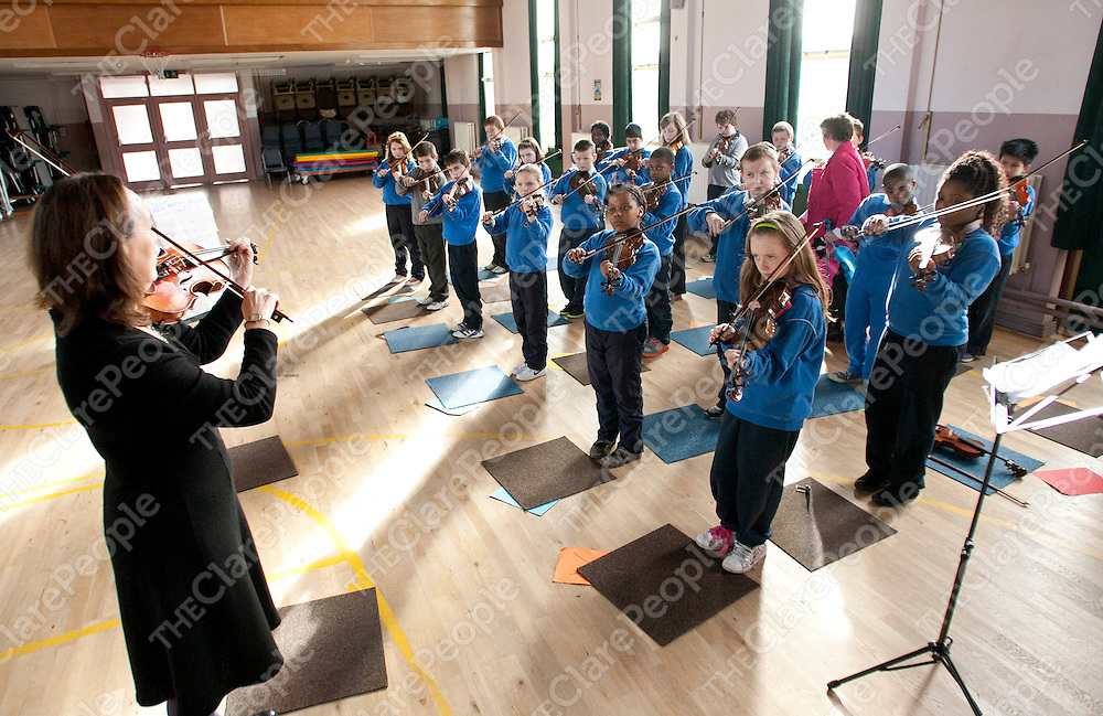 08.03.12<br /> Strings Specialist Dorothy Conaghan teaching violin to pupils at Holy Family School Ennis.<br /> Pic. Alan Place / Press 22