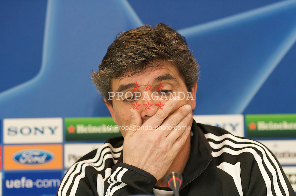MADRID, SPAIN - Tuesday, February 24, 2009: Real Madrid's head coach Juan de la Cruz Ramos Cano during a press conference at the Ciudad Deportiva ahead of the UEFA Champions League First Knock-Out Round against Liverpool. (Photo by David Rawcliffe/Propaganda)