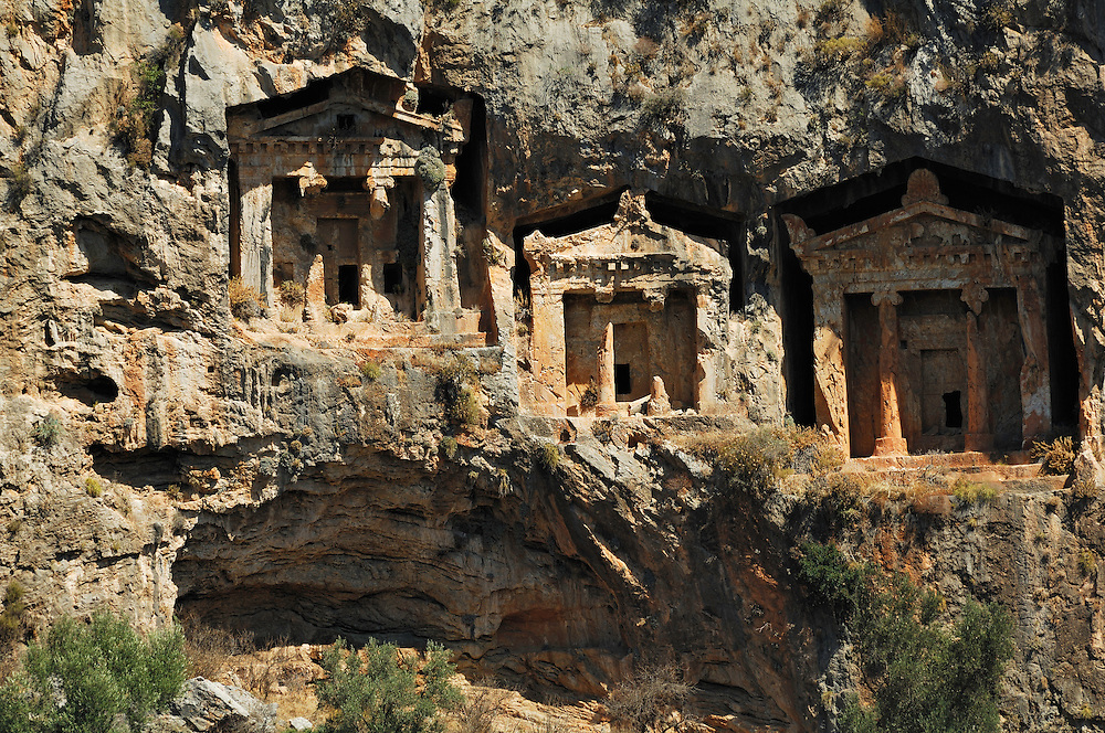 Right opposite of the town of Dalyan there are the famous Lycian rock tombs, that have been carved into the solid rocks 3000 to 4000 years ago.