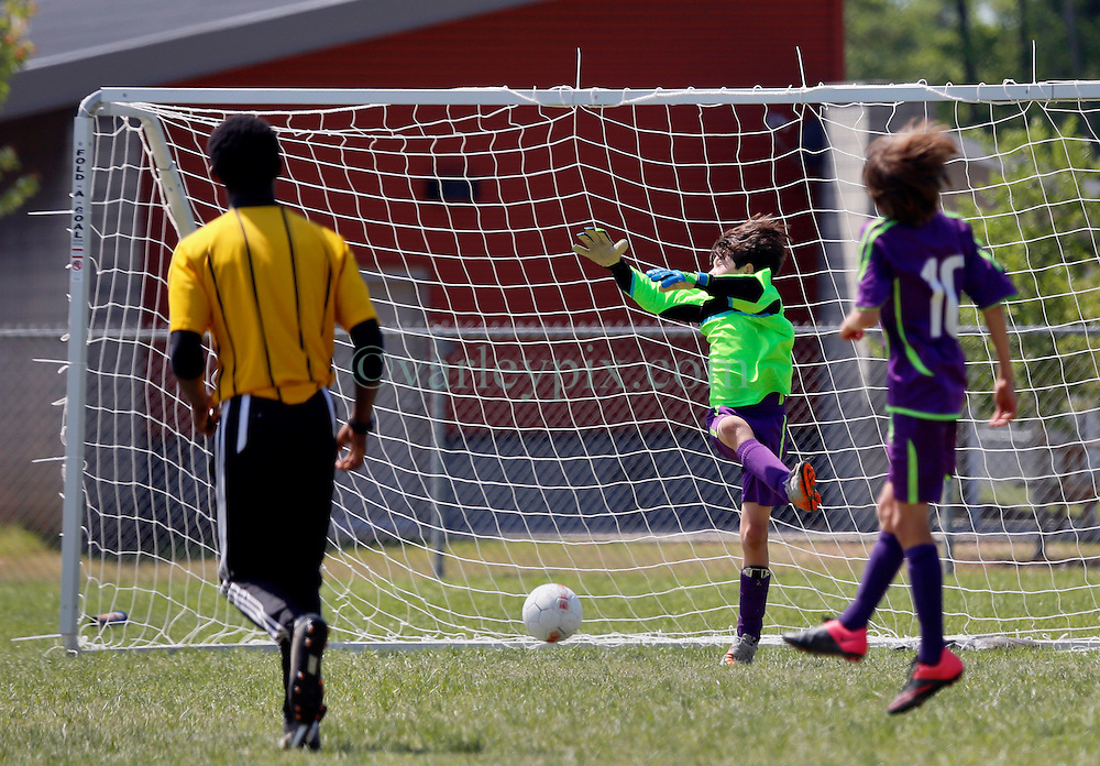 10 April 2016. Hammond, Louisiana.<br /> South Tangi Youth Soccer Association (STYSA), Chappapeela Sports Complex, 30th Annual Strawberry Cup,  <br /> New Orleans Jesters Youth Academy U10 team Purple take on CD Motagua in the Cup Final.<br /> Jesters win 5-4 to become Strawberry Cup champions for the 2nd year running. <br /> Photo&copy;; Charlie Varley/varleypix.com