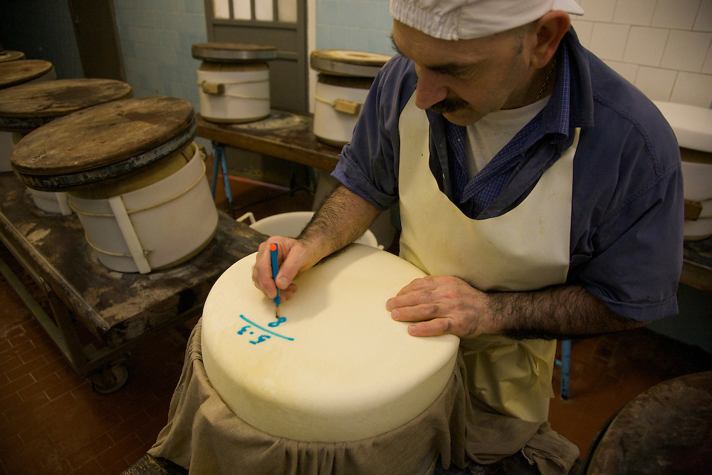 Caseificio IL TRIONFO.via Provinciale per Parma, 3.San Secondo Parmense (PR).43017.tel +390521873614..Giancarlo Fontana.casaro, master cheese.(white hat, Mustachios)..Ferdinando Fontana (father, old guy)..Silvio Mordacci (dark curly hair, bearb, cubby).Alberto Iotti (tall, gray hair).Ermenegildo Battilotti (dark hair. mustachios)..Gianni Morini.(old guy with black hat checking the cheese)