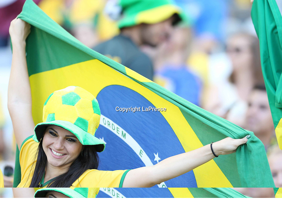 Foto Spada - LaPresse<br /> 28 06 2014 Stadio Minerao , Belo Horizonte (Brasile)<br /> sport calcio<br /> Mondiali di Calcio 2014 Brasile vs Cile <br /> nella foto: tifosi e tifose del brasile <br /> <br /> Photo Spada - LaPresse<br /> 28 06 2014 Minerao Stadium, Belo Horizonte (Brazil)<br /> sport soccer<br /> Brazil World Cup 2014, Brazil vs Chile<br /> in the picture: brazil fans