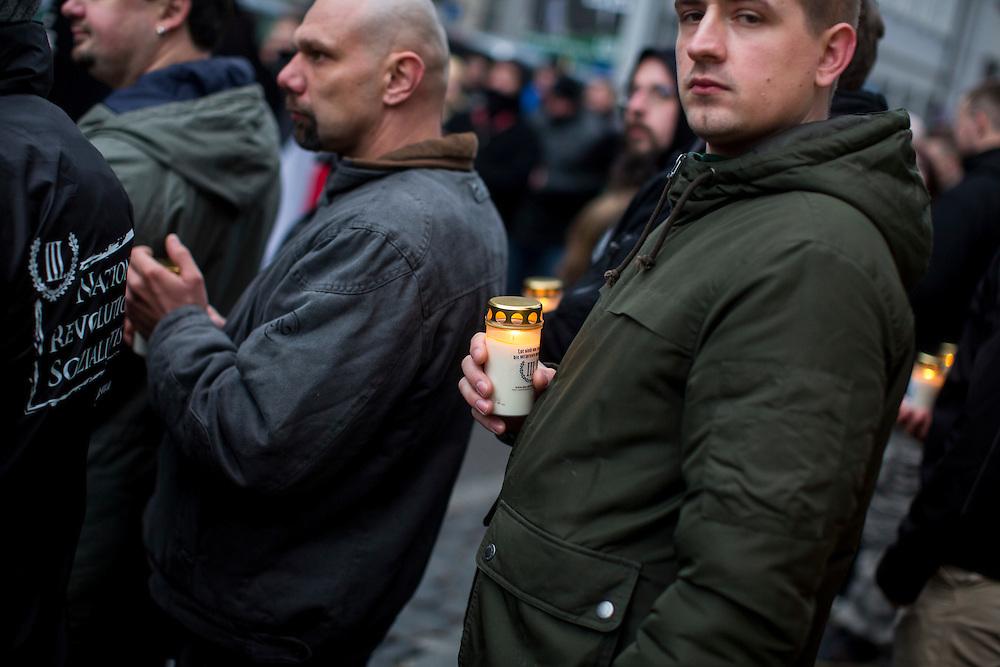 W&uuml;rzburg | Deutschland | 18.02.2017: Demonstration der rechtsextremistisch-neonazistischen Kleinpartei &quot;Der III. Weg&quot; in W&uuml;rzburg unter dem Motto &quot;Ein Licht f&uuml;r Dresden&quot; zum Thema alliierte Bombenangriffe im zweiten Weltkrieg, welche bei den Teilnehmern unter dem Begriff &quot;Bombenholocaust&quot; l&auml;uft.<br /> <br /> Die Stadt W&uuml;rzburg erlaubte den Teilnehmern vermummte Gestalten, Trommeln, Fackeln und das Abbrennen von Pyrotechnik.<br /> <br /> <br /> hier: <br /> <br /> Sascha Rheker<br /> 20170218<br /> <br /> [Inhaltsveraendernde Manipulation des Fotos nur nach ausdruecklicher Genehmigung des Fotografen. Vereinbarungen ueber Abtretung von Persoenlichkeitsrechten/Model Release der abgebildeten Person/Personen liegt/liegen nicht vor.]