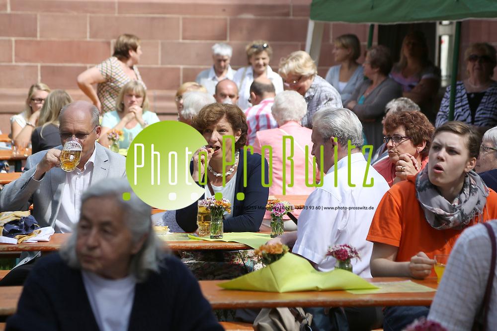Mannheim. 22.07.2012. Lindenhof. Gemeindefest. St. Josef mit dem Kinderchor<br /> <br /> <br /> Bild: Markus Proflwitz 22JUL12 / masterpress /