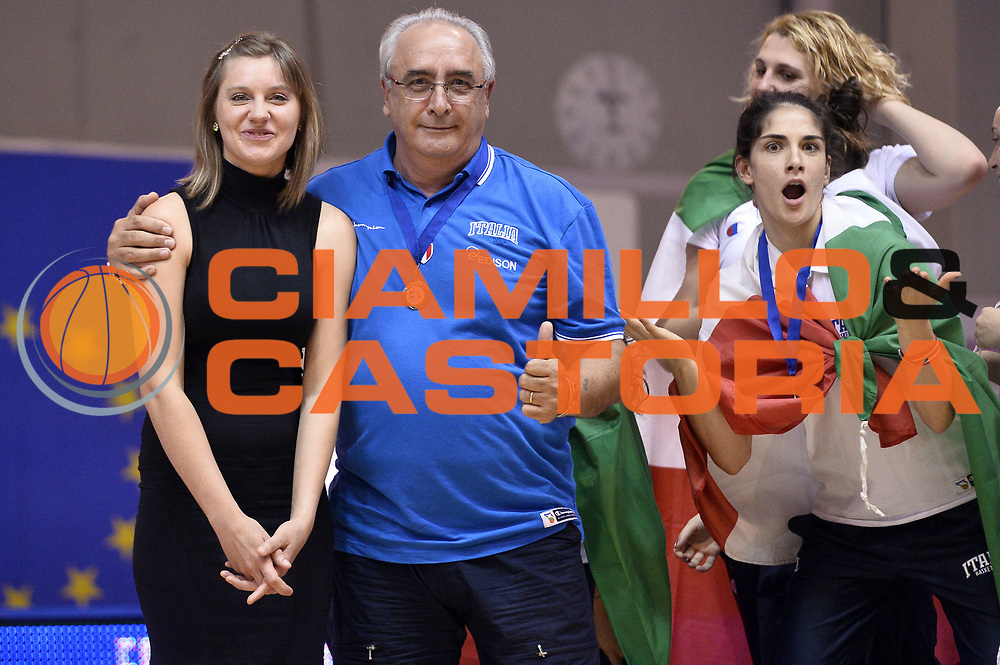 DESCRIZIONE : Udine U20 Campionato Europeo Femminile Finale 1-2 posto Spagna Francia European Championship Women Final 1-2 Place Spain France<br /> GIOCATORE : Francesco Martini<br /> CATEGORIA : Premiazione<br /> SQUADRA : Italia Italy<br /> EVENTO : Udine U20 Campionato Europeo Femminile Finale 1-2 posto Spagna Francia European Championship Women Final 1-2 Place Spain France<br /> GARA : Spagna Francia Spain France<br /> DATA : 13/07/2014<br /> SPORT : Pallacanestro <br /> AUTORE : Agenzia Ciamillo-Castoria/Max.Ceretti<br /> Galleria : Europeo Under 20 Femminile <br /> Fotonotizia : Udine U20 Campionato Europeo Femminile Finale 1-2 posto Spagna Francia European Championship Women Final 1-2 Place Spain France<br /> Predefinita :