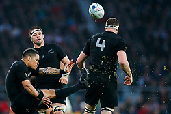 New Zealand Scrum-Half Aaron Smith clears - Mandatory byline: Rogan Thomson/JMP - 07966 386802 - 24/10/2015 - RUGBY UNION - Twickenham Stadium - London, England - South Africa v Wales - Rugby World Cup 2015 Semi Finals.