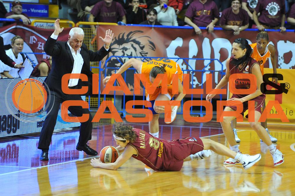 DESCRIZIONE : Venezia Lega A1 Femminile 2009-10 Coppa Italia Finale Famila Wuber Schio Umana Reyer Venezia<br /> GIOCATORE : Simona Ballardini<br /> SQUADRA : Famila Wuber Schio Umana Reyer Venezia<br /> EVENTO : Campionato Lega A1 Femminile 2009-2010 <br /> GARA : Famila Wuber Schio Umana Reyer Venezia<br /> DATA : 07/03/2010 <br /> CATEGORIA : Equilibrio<br /> SPORT : Pallacanestro <br /> AUTORE : Agenzia Ciamillo-Castoria/M.Gregolin<br /> Galleria : Lega Basket Femminile 2009-2010 <br /> Fotonotizia : Venezia Lega A1 Femminile 2009-10 Coppa Italia Finale Famila Wuber Schio Umana Reyer Venezia<br /> Predefinita :