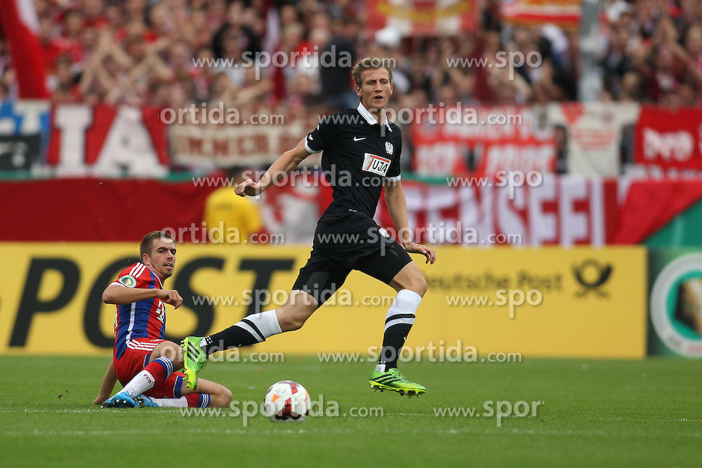 17.08.2014, Preussenstadion, Muenster, GER, DFB Pokal, SC Preussen Muenster vs FC Bayern Muenchen, 1. Runde, im Bild Rogier Krohne #19 (Preussen Muenster) und Kapitaen Philipp Lahm (FC Bayern Muenchen #21) // during the 1st round match of German DFB Pokal between SC Preussen Muenster vs FC Bayern Munich at the Preussenstadion in Muenster, Germany on 2014/08/17. EXPA Pictures &copy; 2014, PhotoCredit: EXPA/ Eibner-Pressefoto/ Schueler<br /> <br /> *****ATTENTION - OUT of GER*****