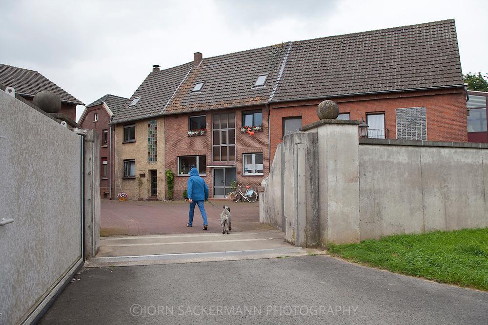 Europa, Deutschland, Nordrhein-Westfalem, Niederrhein, Kleve-Schenkenschanz, Tor der Hochwasserschutzmauer...Europe, Germany, North Rhine-Westphalia, Lower Rhine region, Kleve-Schenkenschanz, gate of the floodwall.