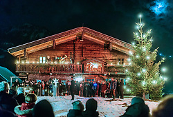 "THEMENBILD - traditionelles Christbaumsingen der Chorgemeinschaft, Bläser, Anglöckler, aufgenommen am 23. Dezember 2017 in Kaprun, Österreich // traditional Christmas tree singing of the choir, the ""Anglöckler"" and other instruments at the Meixnerhaus in Kaprun, Austria on 2017/12/23. EXPA Pictures © 2017, PhotoCredit: EXPA/ JFK"
