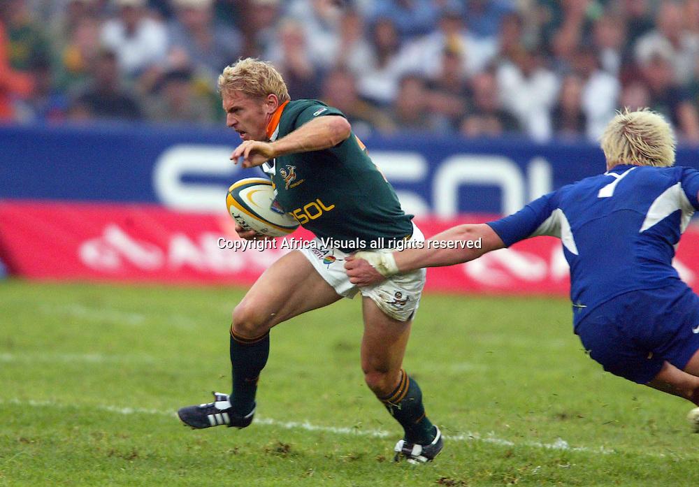 25/06/2005 South Africa vs France at the EPRFU Stadium Port Elizabeth - Brent Russell side steps Yannick Nyanga