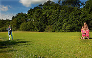otosessie met een fotosessie plaats met Hunne Koninklijke Hoogheden de Prins van Oranje, Prinses M&aacute;xima, Prinses Catharina-Amalia, Prinses Alexia en Prinses Ariane.<br /> <br /> WASSENAAR - De drie dochters van prins Willem Alexander en prinses M&aacute;xima (VLNR) Ariane, Amalia en Alexia tijdens de jaarlijkse koninklijke fotosessie.