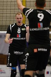 25-03-2012 VOLLEYBAL: A-LEAGUE 1/2 FINALE PLAY OFF HEREN LANGHENKEL VOLLEY - NETWERK STV: DOETINCHEM<br /> Jasper Diefenbach is blij met de overwinning in de eerste set 25-20<br /> ©2012-FotoHoogendoorn.nl / Pim Waslander