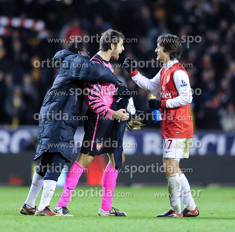 10.11.2010, Molineux stadium, Wolverhampton, ENG, PL, Wolverhampton Wanderers vs FC Arsenal, im Bild Arsenal's goalkeeper hero  Lukasz Fabianski celebrates at the end of the game with team-mate Arsenal's Tomas Rosickyduring Wolverhampton Wanderers vs Arsenal  for the  Barclays Premier League  at Molineux stadium in Wolverhampton on 10/11/2010. EXPA Pictures © 2010, PhotoCredit: EXPA/ IPS/ Rob Noyes +++++ ATTENTION - OUT OF ENGLAND/UK +++++