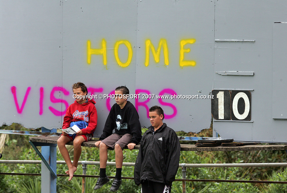 Kids watch from the scoreboard at the Bartercard Rugby League match between Harbour and Waitakere at Jack Colvin Park, Auckland, New Zealand on Sunday 29 April 2007. Photo: Hannah Johnston/PHOTOSPORT<br /> <br /> <br /> <br /> 290407