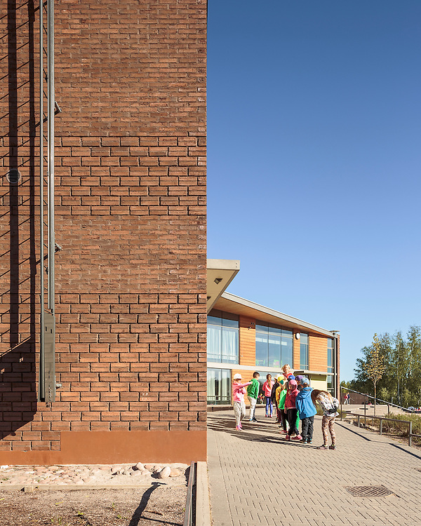 Kirkkojärven koulu - Kirkkojärvi school in Espoo, Finland designed by Verstas architects.