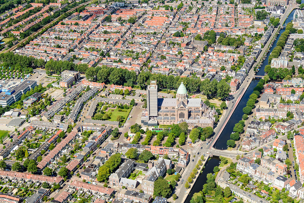 Nederland, Noord-Holland, Haarlem, 01-08-2016; overzicht  Haarlem, Leidsevaart en Leidsebuurt, Kathedraal Sint Bavo.<br /> City centre Haarlem, overview.<br /> luchtfoto (toeslag op standard tarieven);<br /> aerial photo (additional fee required);<br /> copyright foto/photo Siebe Swart